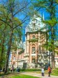Το παλάτι μέσω των δέντρων Στοκ φωτογραφία με δικαίωμα ελεύθερης χρήσης