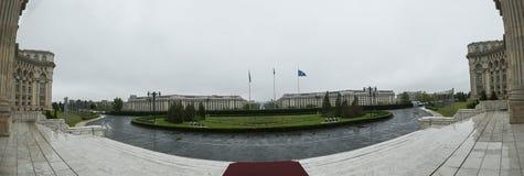 Το παλάτι του Κοινοβουλίου - Βουκουρέστι, Ρουμανία - βλέπει από τα τοπ σκαλοπάτια Στοκ εικόνες με δικαίωμα ελεύθερης χρήσης