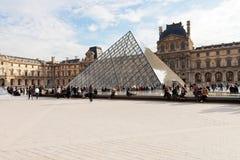 Το παλάτι του Λούβρου και η πυραμίδα, Παρίσι Στοκ Φωτογραφίες