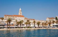 Το παλάτι Diocletian και ο περίπατος που αντιμετωπίζονται από τη θάλασσα στο S Στοκ Εικόνες