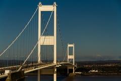 Το παλαιότερο Severn που διασχίζει, γέφυρα αναστολής που συνδέει τα WI της Ουαλίας Στοκ φωτογραφία με δικαίωμα ελεύθερης χρήσης