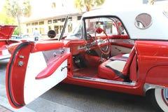 Το παλαιό αυτοκίνητο της Ford Thunderbird στο αυτοκίνητο παρουσιάζει Στοκ Εικόνες