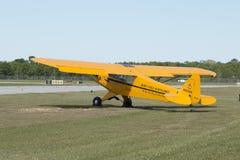 Το παλαιό κίτρινο αεροπλάνο Στοκ Εικόνα