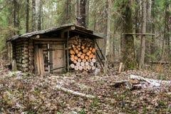 Το παλαιό ξύλινο κυνήγι κατοικεί Στοκ φωτογραφίες με δικαίωμα ελεύθερης χρήσης