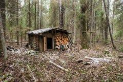 Το παλαιό ξύλινο κυνήγι κατοικεί Στοκ φωτογραφία με δικαίωμα ελεύθερης χρήσης