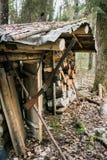 Το παλαιό ξύλινο κυνήγι κατοικεί Στοκ Εικόνες