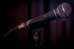 το παλαιό δυναμικό φωνητικό μικρόφωνο Στοκ Φωτογραφίες