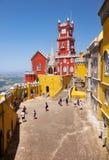 Το πεζούλι αψίδων, το παρεκκλησι και ο πύργος ρολογιών του παλατιού Pena Sint στοκ εικόνες