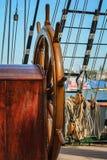 Το πηδάλιο και τα ξάρτια ενός σκάφους πανιών Στοκ Εικόνες