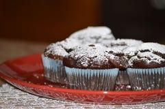 Το πιάτο με τη σοκολάτα μεταχειρίζεται Στοκ φωτογραφία με δικαίωμα ελεύθερης χρήσης