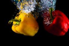 Το πιπέρι βουτά στο νερό Στοκ φωτογραφίες με δικαίωμα ελεύθερης χρήσης