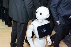Το πιπέρι ρομπότ humanoid από την ομάδα SoftBank σχετικά με CeBIT 2017 Στοκ Εικόνες
