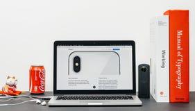Το πιό πρόσφατο iPhone Χ 10 με το διπλάσιο η κάμερα Στοκ Εικόνες