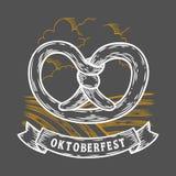 το πιό oktoberfesτο pretzel Ευτυχές πιό oktoberfest μαύρο χαραγμένο τρύγος συρμένο χέρι διάνυσμα απεικόνιση αποθεμάτων