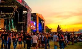 Το πλήθος σε μια συναυλία στο φεστιβάλ μουσικής Dcode στοκ φωτογραφίες με δικαίωμα ελεύθερης χρήσης