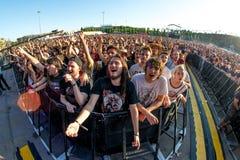 Το πλήθος σε μια συναυλία Download στο φεστιβάλ μουσικής βαρύ μετάλλου Στοκ φωτογραφία με δικαίωμα ελεύθερης χρήσης