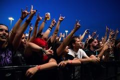 Το πλήθος σε μια συναυλία Download στο φεστιβάλ μουσικής βαρύ μετάλλου στοκ φωτογραφία