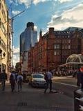 Το πλήθος στην οδό του Λονδίνου Λίβερπουλ στοκ φωτογραφία με δικαίωμα ελεύθερης χρήσης