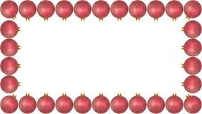 Το πλαίσιο έκανε από πολλά ρόδινα μπιχλιμπίδια Χριστουγέννων, που απομονώθηκαν σε ένα άσπρο υπόβαθρο με ένα διάστημα πορειών και  στοκ φωτογραφία με δικαίωμα ελεύθερης χρήσης
