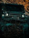 Το πλαϊνό όχημα πηγαίνει στον τρόπο βουνών Το πλαϊνό όχημα πηγαίνει στο βουνό Το Mudding από-μέσω μιας περιοχής στοκ εικόνες
