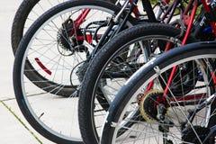 το ποδήλατο λεπτομερές απομόνωσε το λευκό ροδών οχημάτων σειράς Στοκ Εικόνες