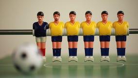 το ποδοσφαιρικό παιχνίδι απομονώνει τον πίνακα δύο φορέων foosball πλαστικά παιχνίδια παιχνιδιών σφαιρών φιλμ μικρού μήκους