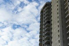 Το πολυόροφο κτίριο συγκυριαρχιών στην παραλία mae rumphueng Στοκ Φωτογραφία