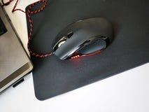 Το ποντίκι υπολογιστών για τα gamers, μπορεί να χρησιμοποιηθεί στα παιχνίδια και σε ένα προσωπικό Η/Υ λεπτομέρειες στοκ εικόνες