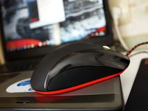 Το ποντίκι υπολογιστών για τα gamers, μπορεί να χρησιμοποιηθεί στα παιχνίδια και σε ένα προσωπικό Η/Υ λεπτομέρειες στοκ εικόνες με δικαίωμα ελεύθερης χρήσης