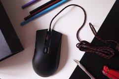 Το ποντίκι υπολογιστών για τα gamers, μπορεί να χρησιμοποιηθεί στα παιχνίδια και σε ένα προσωπικό Η/Υ λεπτομέρειες στοκ φωτογραφία με δικαίωμα ελεύθερης χρήσης