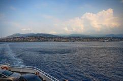 Το πορθμείο που συνδέει την Ιταλία με τη Σικελία στοκ φωτογραφίες
