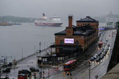 Το πορθμείο της Στοκχόλμης, Σουηδία φθάνει στο λιμένα Στοκ Εικόνα