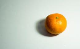 Το πορτοκάλι απομονώνει στο λευκό Στοκ φωτογραφία με δικαίωμα ελεύθερης χρήσης