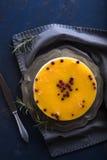 Το πορτοκάλι και τα τα βακκίνια κανένα ψήνουν cheesecake Στοκ φωτογραφία με δικαίωμα ελεύθερης χρήσης