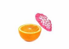 Το πορτοκάλι με πίνει την ομπρέλα κοκτέιλ Στοκ Φωτογραφία