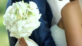 Το πορτρέτο ευτυχές ερωτευμένος ευτυχής εκλεκτής ποιότητας γάμος ημέρας ζευγών ιματισμού απόθεμα βίντεο