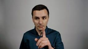 Το πορτρέτο κινηματογραφήσεων σε πρώτο πλάνο του νέου επιχειρησιακού ατόμου παίρνει την επείγουσα εισερχόμενη κλήση στο τηλέφωνο φιλμ μικρού μήκους
