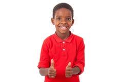 Το πορτρέτο μιας χαριτωμένης παραγωγής μικρών παιδιών αφροαμερικάνων φυλλομετρεί επάνω Στοκ Εικόνες