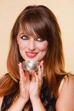 Το πορτρέτο προσανατολίζει το κορίτσι με το makeup και armlet Στοκ φωτογραφίες με δικαίωμα ελεύθερης χρήσης