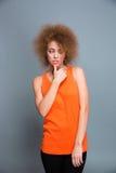 Το πορτρέτο ταραγμένου η αρκετά νέα γυναίκα στοκ εικόνες με δικαίωμα ελεύθερης χρήσης