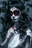 Το πορτρέτο του κοριτσιού santa muerte για αποκριές στοκ εικόνες