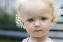 Το πορτρέτο του χαριτωμένου μικρού κοριτσιού Στοκ εικόνα με δικαίωμα ελεύθερης χρήσης