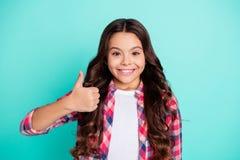 Το πορτρέτο των ελκυστικών όμορφων αναφορών προώθησης υποστηρικτών παιδιών μελλοντικών διαφημίζει ότι αποφασίστε επιλέξτε προτείν στοκ εικόνες