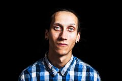 Το πορτρέτο των νεολαιών δροσίζει το άτομο με τα dreadlocks Στοκ εικόνες με δικαίωμα ελεύθερης χρήσης