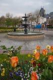 Το πολεμικές μνημείο και η πηγή σε Honfleur Στοκ εικόνα με δικαίωμα ελεύθερης χρήσης