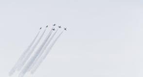 Το πολεμικό αεροσκάφος F-16 αναβλύζει airshow Στοκ εικόνα με δικαίωμα ελεύθερης χρήσης