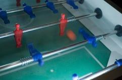 το ποδοσφαιρικό παιχνίδι απομονώνει τον πίνακα δύο φορέων στοκ φωτογραφίες