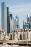 Το πολυόροφο κτίριο και στο Ντουμπάι Στοκ φωτογραφία με δικαίωμα ελεύθερης χρήσης