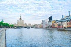 Το πολυόροφο κτίριο του Στάλιν Στοκ φωτογραφία με δικαίωμα ελεύθερης χρήσης