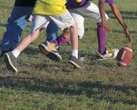 το ποδόσφαιρο κατουρεί wee Στοκ Φωτογραφίες